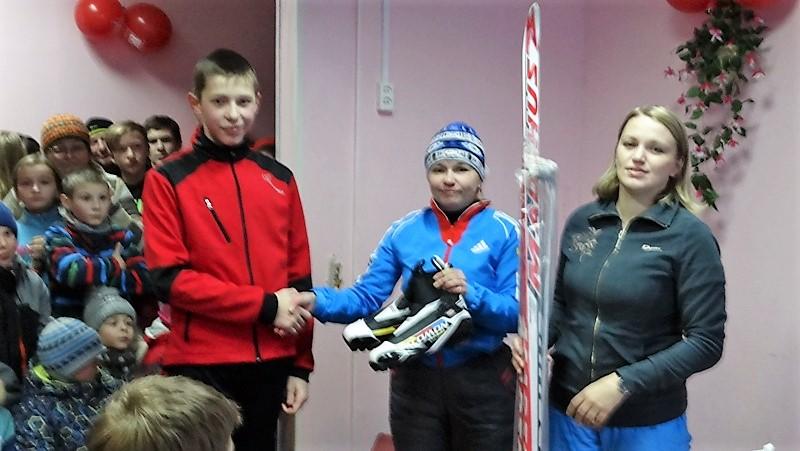 Юному лыжнику из Усть-Цильмы подарили новый инвентарь для занятий спортом