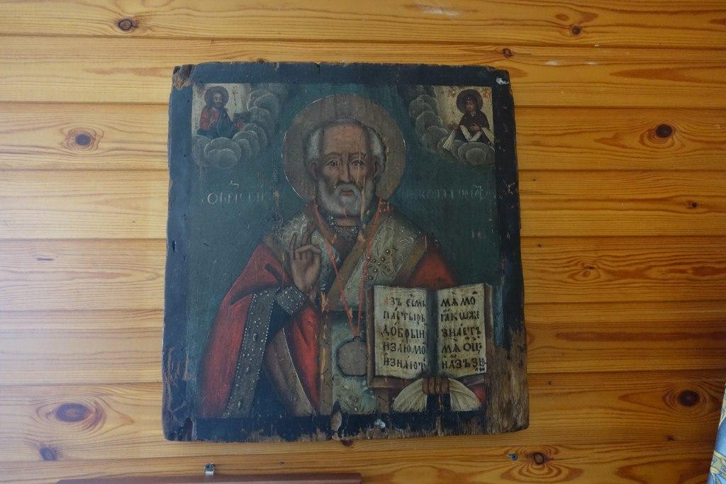 Старинную икону Николая Чудотворца в Колвинской церкви украсят киотом