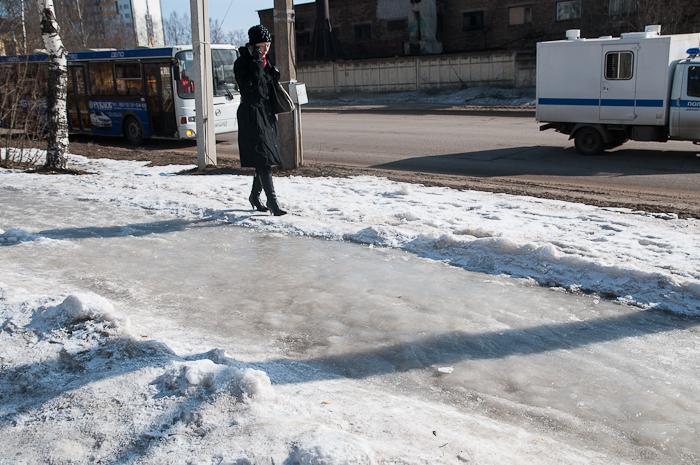 В Сыктывкаре пересмотрят схему посыпки тротуаров песко-соляной смесью