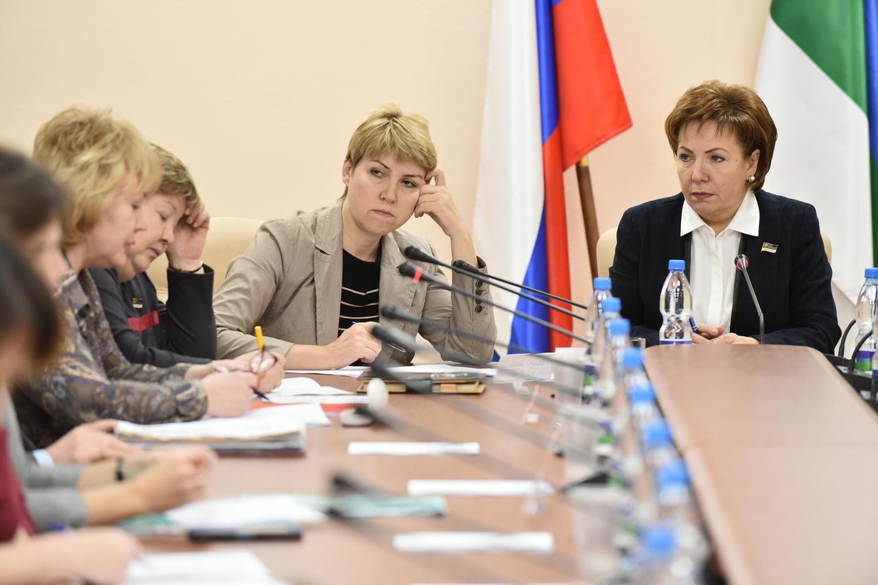 Парламентарии Коми задумались о повышении привлекательности коми языка, изучаемого по выбору