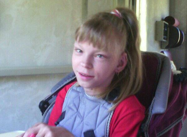 16-летняя Вера Константинова из Микуня нуждается в средствах на курс реабилитации