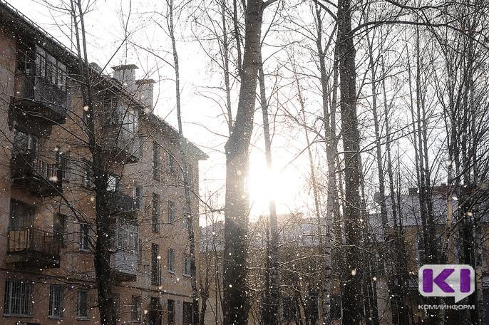 Мэрия Сыктывкара усилила контроль за работой по уборке кровель и придомовых территорий от снега