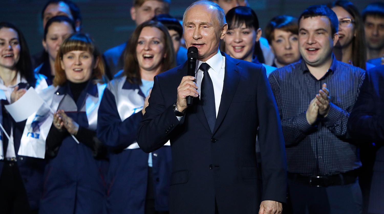 В предвыборном месседже Путин делает ставку на тружеников - эксперты