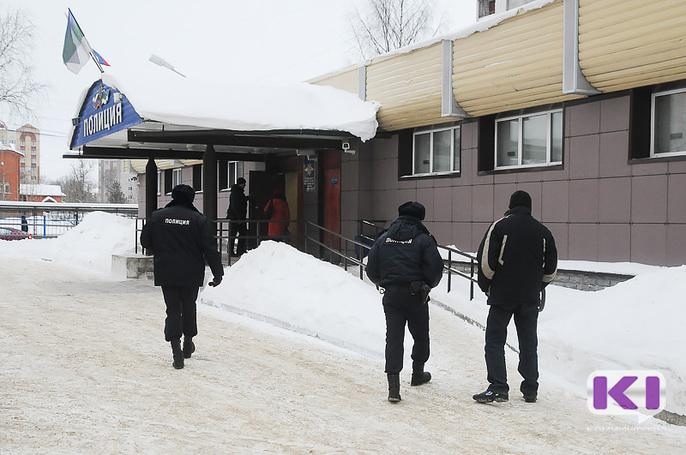 Наркополицейские Коми задержали группу молодых наркодилеров