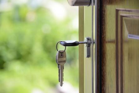 В Эжве после вмешательства прокуратуры сироте предоставили благоустроенную квартиру