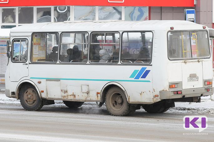 Жителей Сыктывкара возмутил прогнивший автобус