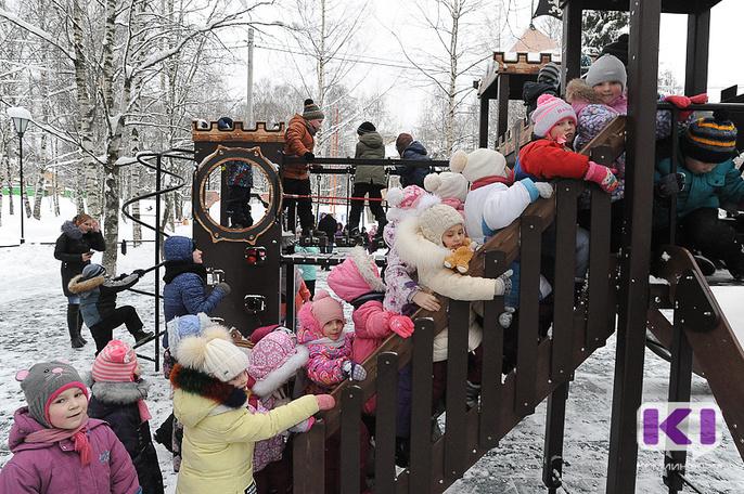В Сыктывкаре на территории Кировского парка открыли новую детскую площадку