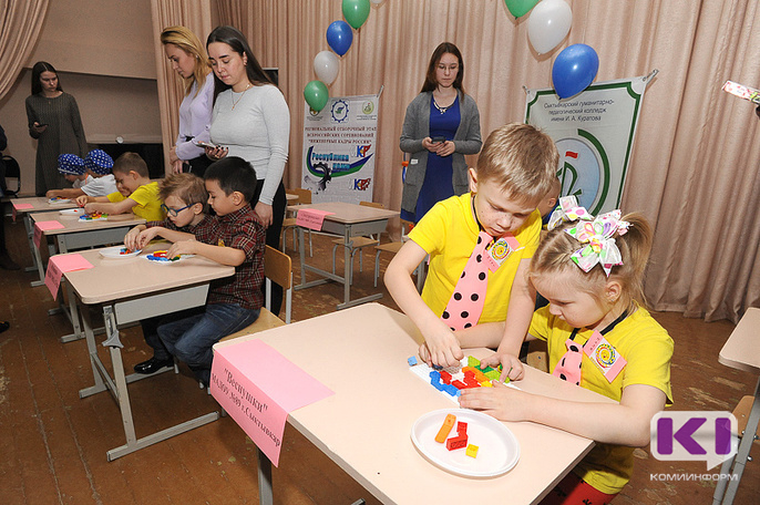 В Сыктывкарском педколледже дошкольники представили роботов-поклейщиков обоев и роботов-нянь для домашних животных