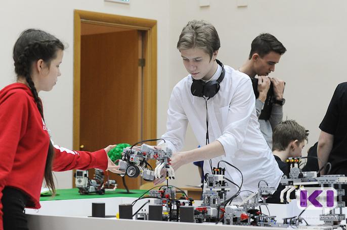 В Сыктывкарском педколледже школьники представили роботов, оптимизирующих работу почты