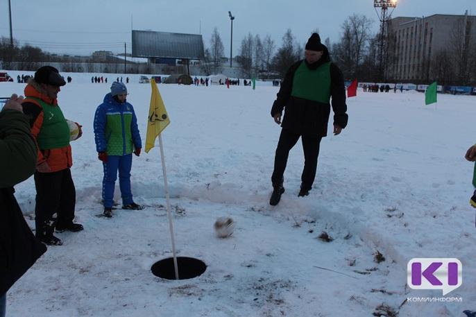 Николай Валуев сыграл в футгольф на сыктывкарском снегу