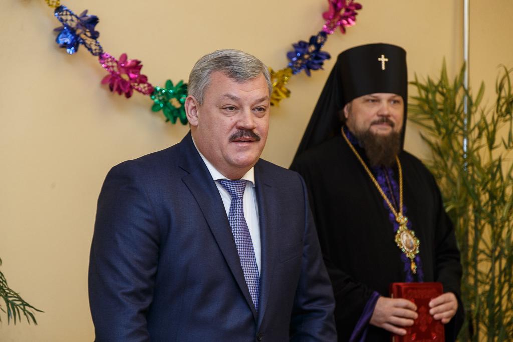 Сергей Гапликов поздравил с наступающими праздниками ветеранов, проживающих в Тентюковском доме-интернате