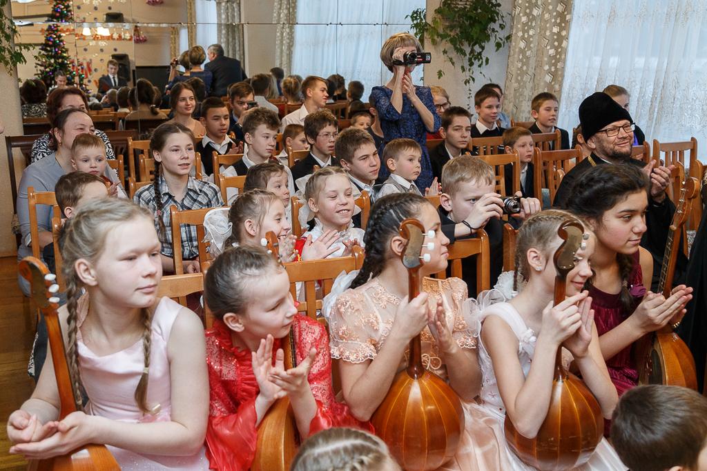 Глава Коми поздравил с наступающим Новым годом воспитанников детских домов Сыктывкара
