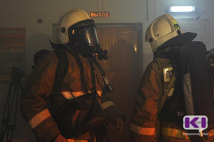 При пожаре дома в Сосногорске спасли шестерых жильцов