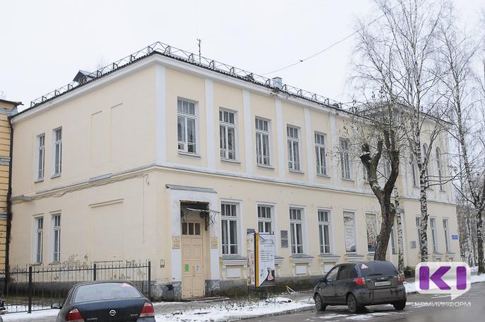 Для реставрации уникальных книг из запасников Национального музея Коми требуется 3 миллиона рублей