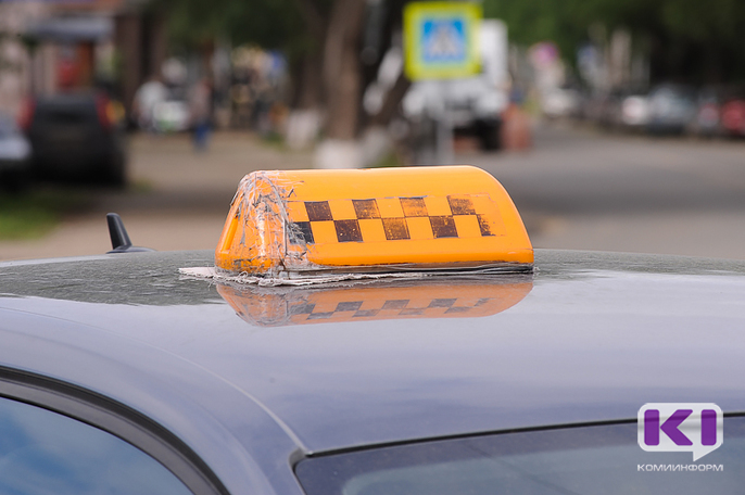В Сыктывкаре клиент такси похитил у водителя барсетку с документами и деньгами