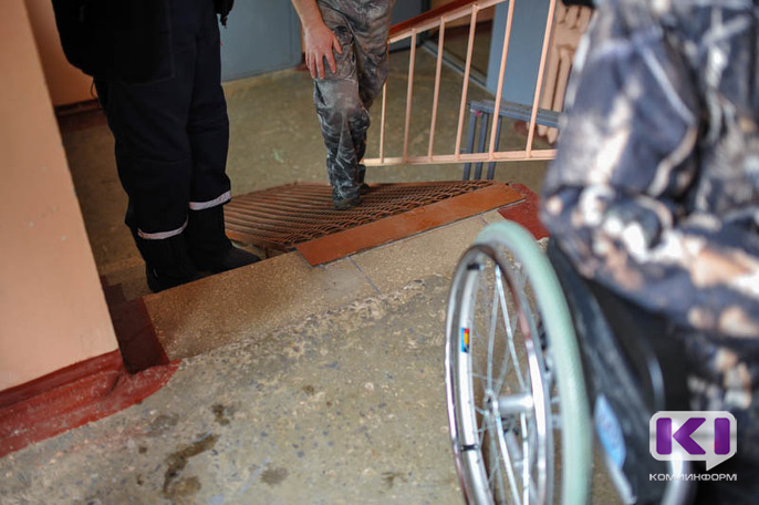 В Ухте спасатели помогли инвалиду