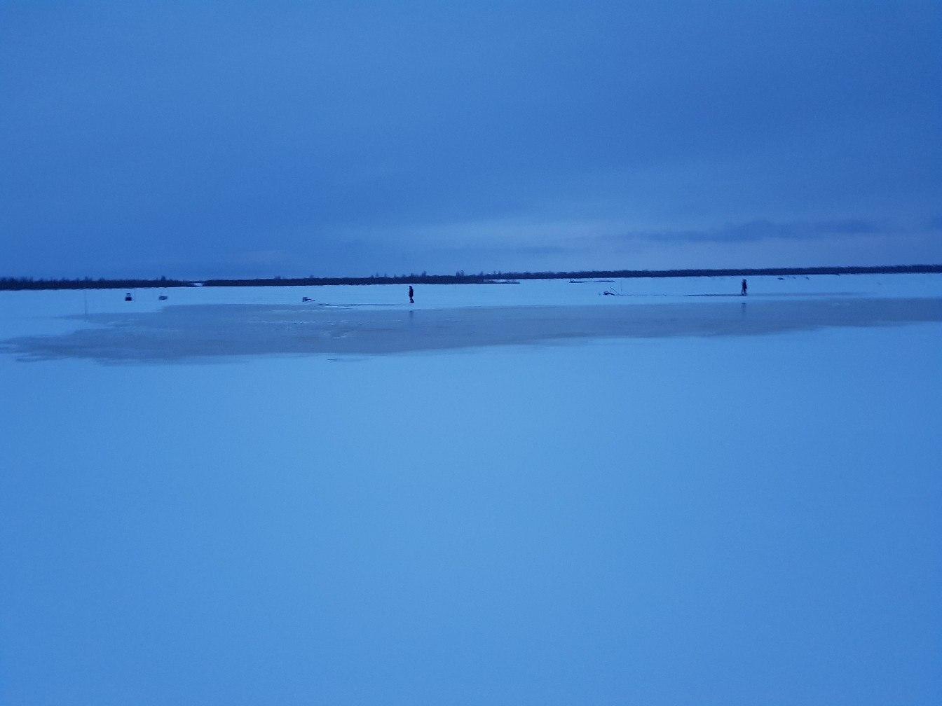 В Усинске под лед провалилась Toyota Land Cruiser