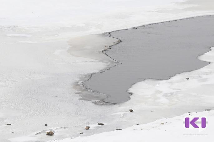 В Усть-Цилемском районе на реке Печора трактор ушел под лед вместе с водителем