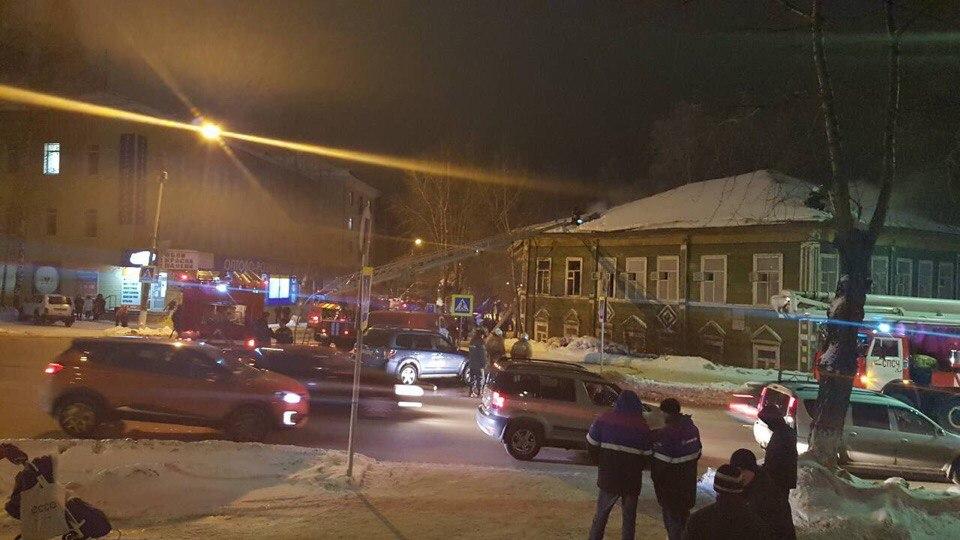Причиной пожара в историческом здании в центре Сыктывкара может быть поджог