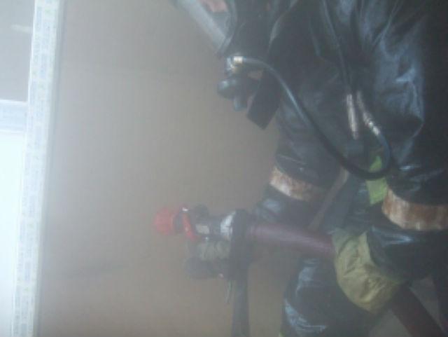В Эжве пожарные спасли из горящей квартиры двоих детей