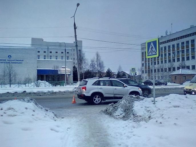 В Ухте водитель Kia Sorento сбил пожилого мужчину