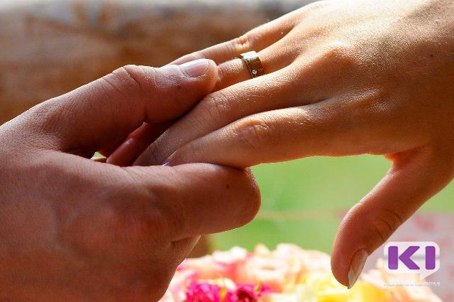 Гражданский брак предлагают приравнять к официальному