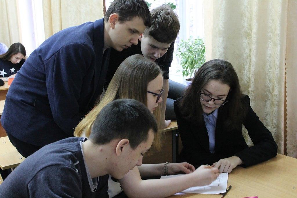 Сосногорские старшеклассники померялись знаниями правил дорожного движения