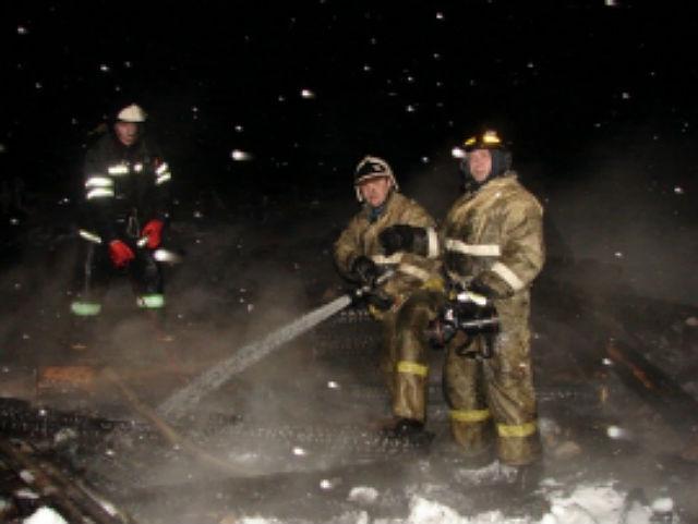 За сутки в Коми из-за неосторожного обращения с огнем сгорели две хозпостройки