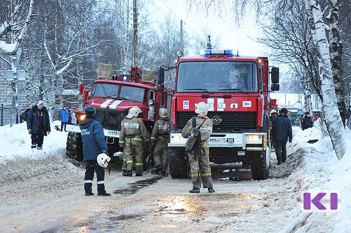 На пожаре в Инте эвакуировали 15 человек