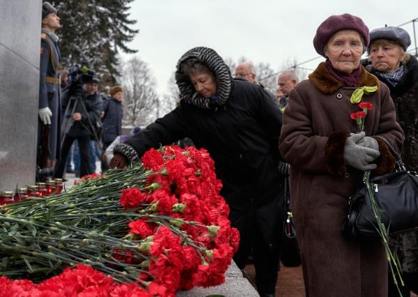На Пискаревском кладбище почтили память земляков, погибших при прорыве блокады