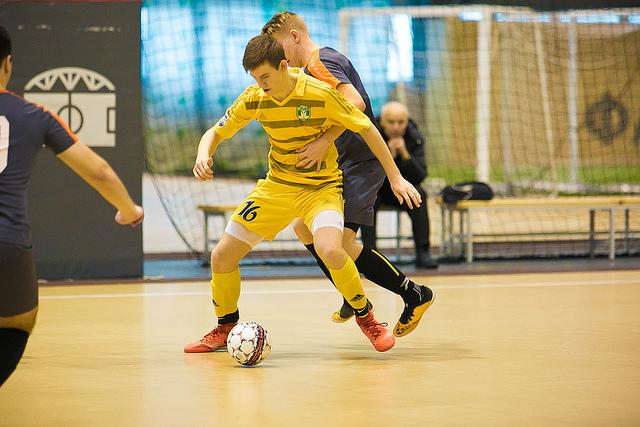 Юные футболисты в драматичной борьбе вырвали победу на турнире в Санкт-Петербурге