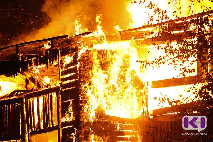 В Микуне на пожаре погибли двое мужчин