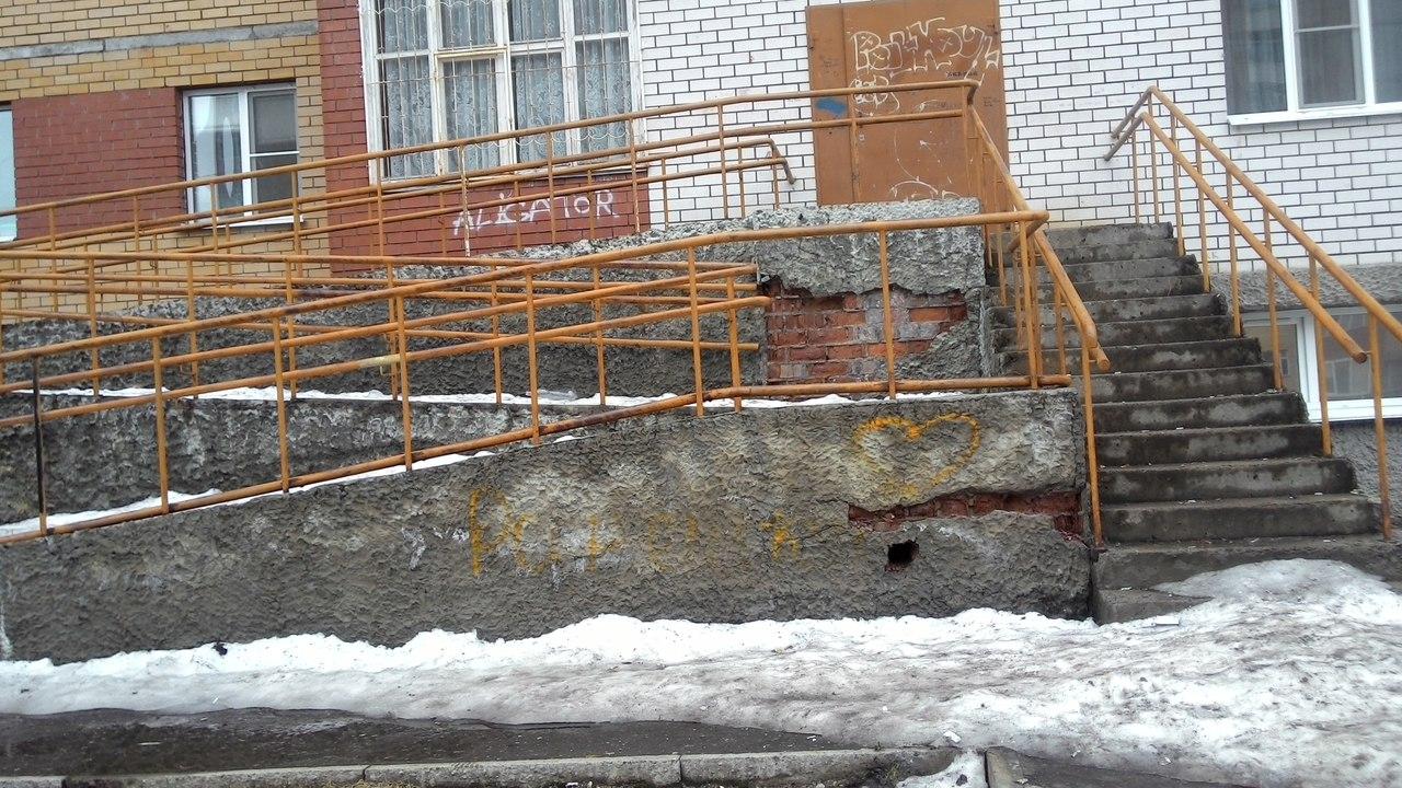 Современный дом в Сыктывкаре приходит в упадок