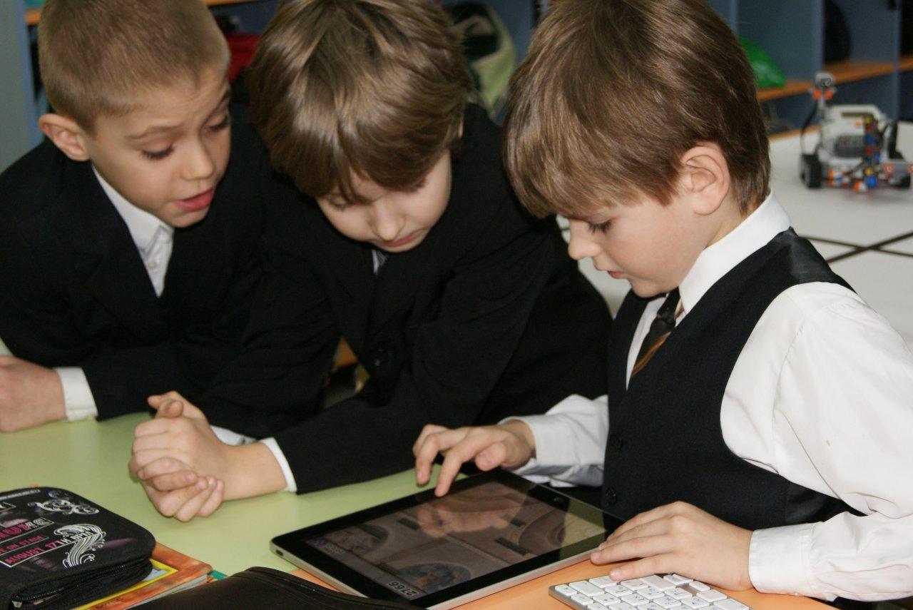 Жители Коми предлагают запретить гаджеты в школах