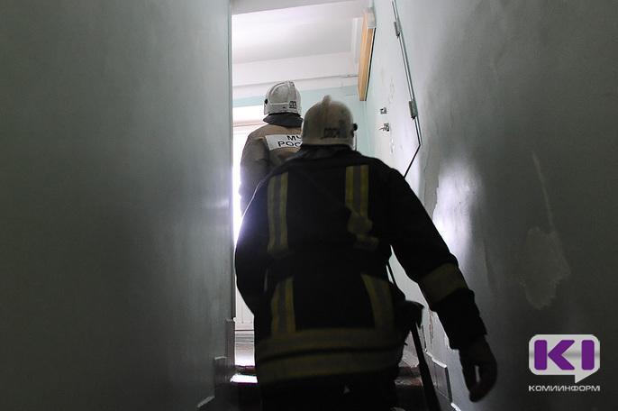 В Яреге неизвестные подожгли дверь квартиры