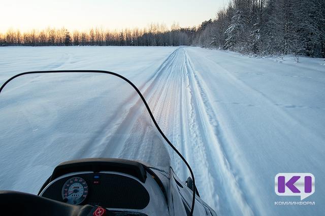В Вуктыльском районе снегоход с рыбаками попал в полынью