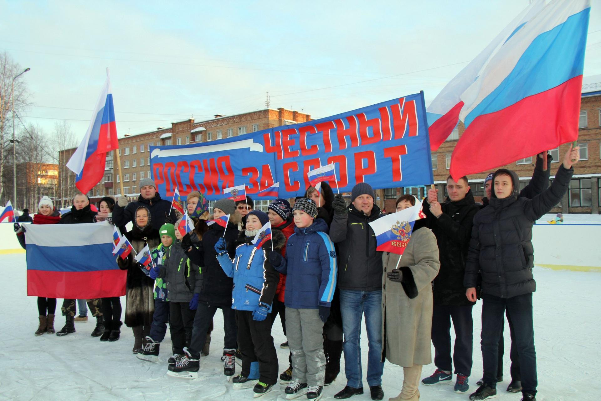 Интинская молодежь подняла флаги в поддержку российских олимпийцев в Пхенчхане