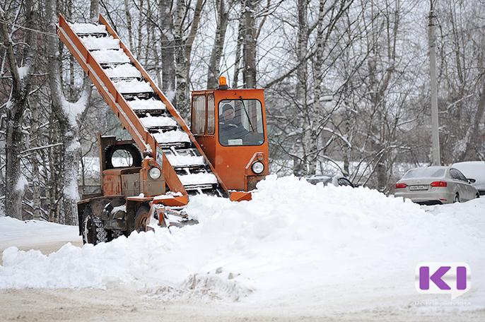 В дни обильного снегопада из Сыктывкара вывозили 200 грузовиков снежных масс в сутки