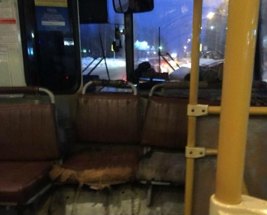 Сыктывкарцев возмутили рваные сиденья в автобусе №1