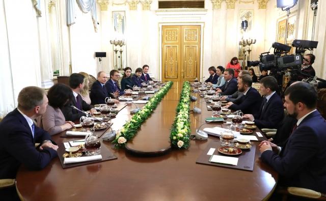 Владимир Путин встретился с финалистами конкурса