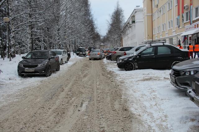 Северяне возмущены тем, что УК чистят снег спустя рукава
