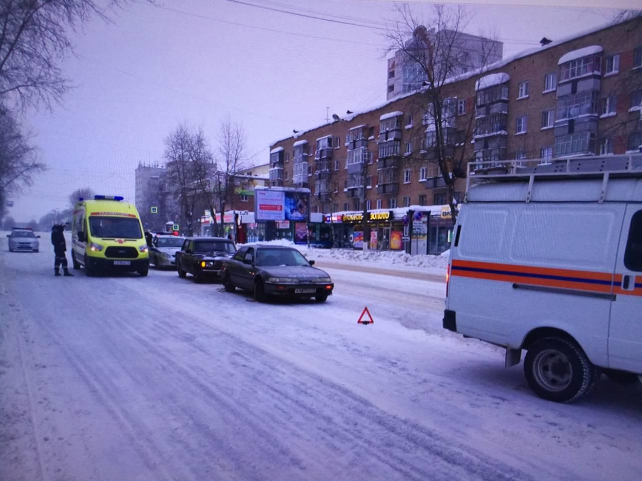 Два человека пострадали в автомобильной аварии в центре Сыктывкаре