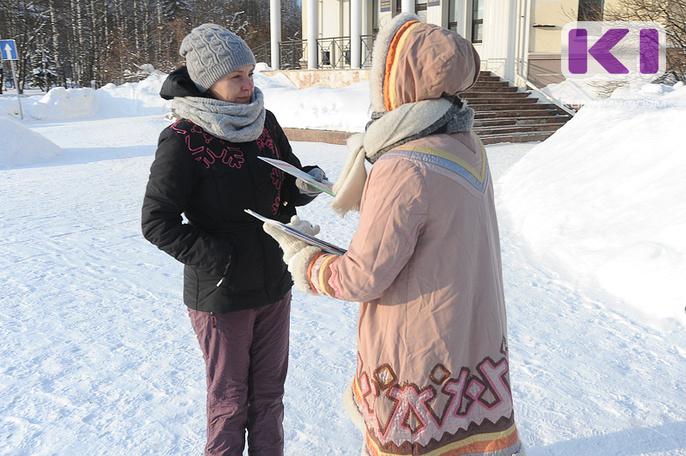 Сыктывкарцы получили пожелания доброго дня и прессу на коми