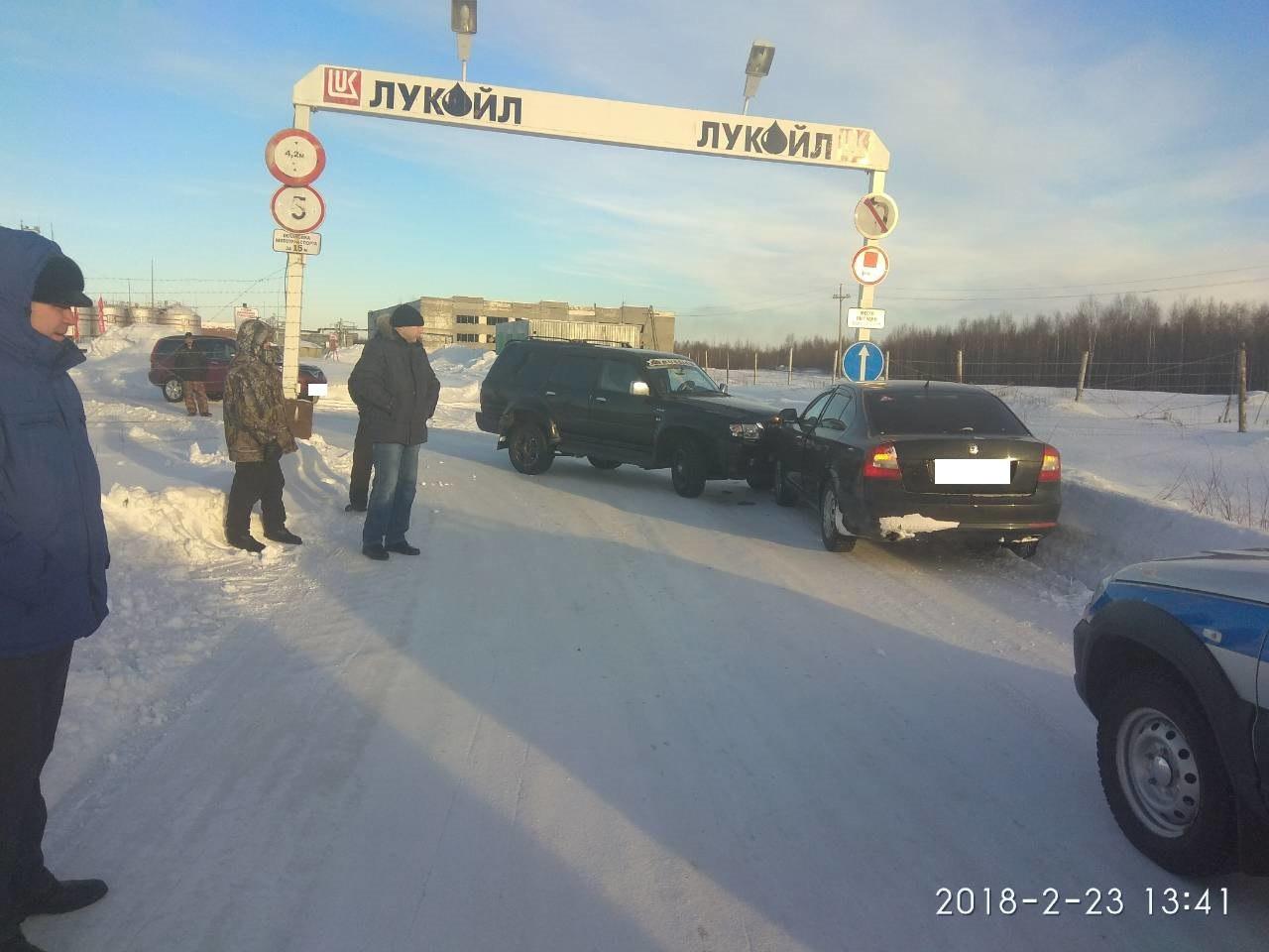 В Инте внедорожник выехал на встречную полосу и протаранил авто