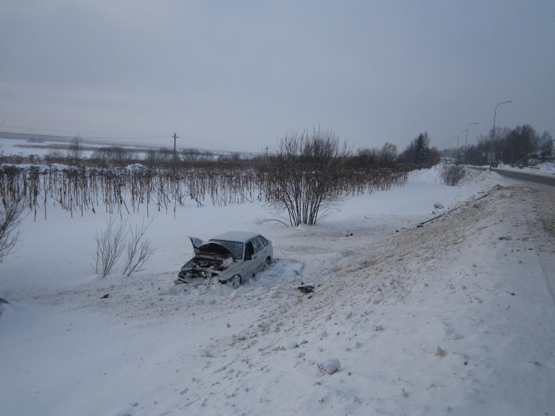 """В Сыктывдинском районе нетрезвый водитель опрокинулся в кювет на """"Ладе"""""""