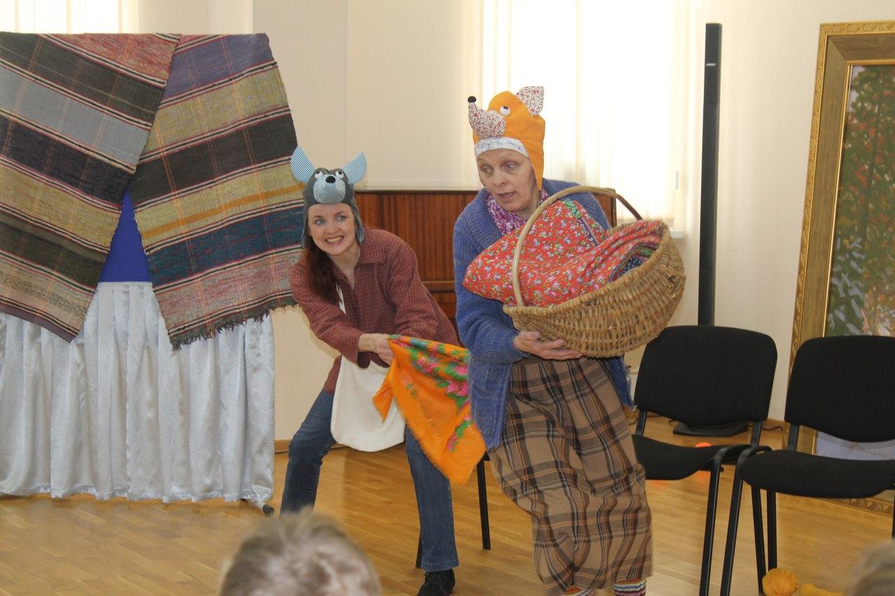 Пермские мастера научили сыктывкарцев делать обереги, а баба Маня показала им сказку