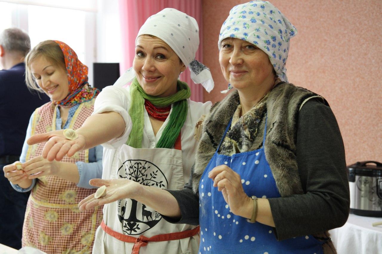 Сыктывкарцы лепили пельмени с одной из ведущих кукольщиц России