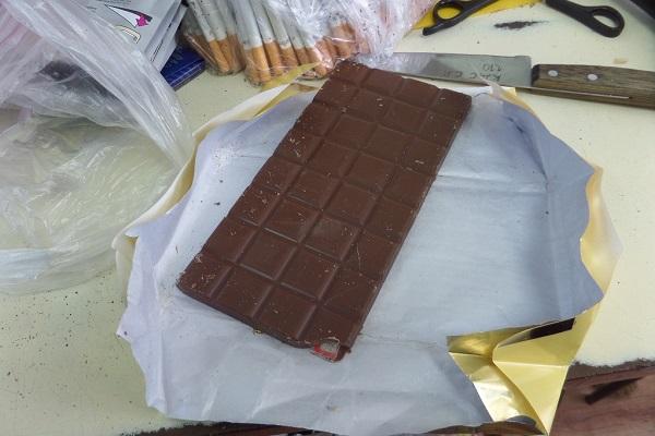 1.-Osughdennomu-IK-49-prislali-schokoladku-s-neobychnoi-nachinkoi.JPG