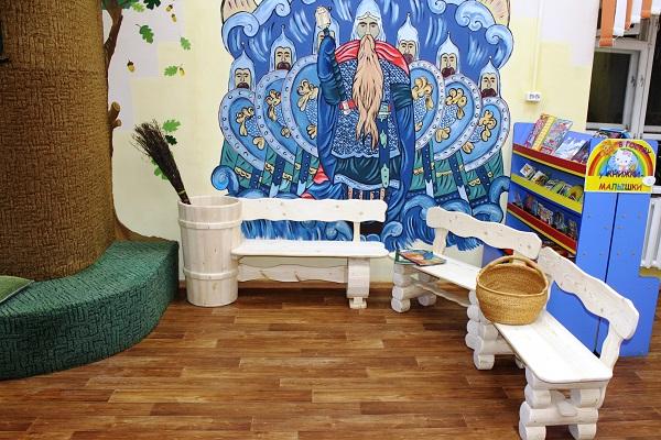 1.Osughdennye-IK-25-izgotovili-skazochnye-skameiki-dlya-nazionalnoi-detskoi-biblioteki-Komi-imeni-S.Ya.-Marschaka.jpg