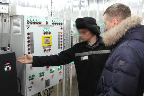 3.-Prozessom-suschki-upravlyaet-kompyuternaya-programma-kotoraya-ne-tolko-reguliruet-vnutri-kamery-nughnuyu-temperaturu-no-i-vlaghnost.jpg